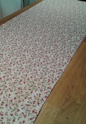 Chemin de table en lin fleuri Mila