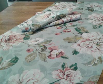 Chemin de table en lin lavé fleuri Sarah